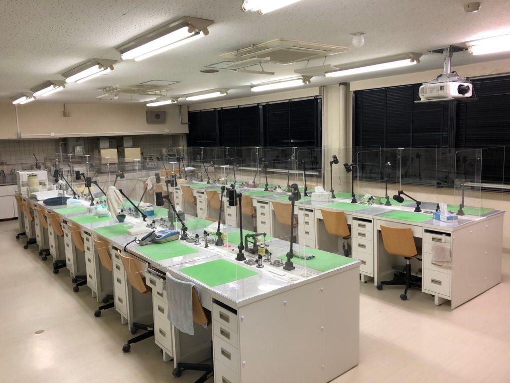 株式会社アイドウ 札幌 プラスチック 加工 飛沫防止 パネル パーテンション テーブル カウンター 飲食店 学校